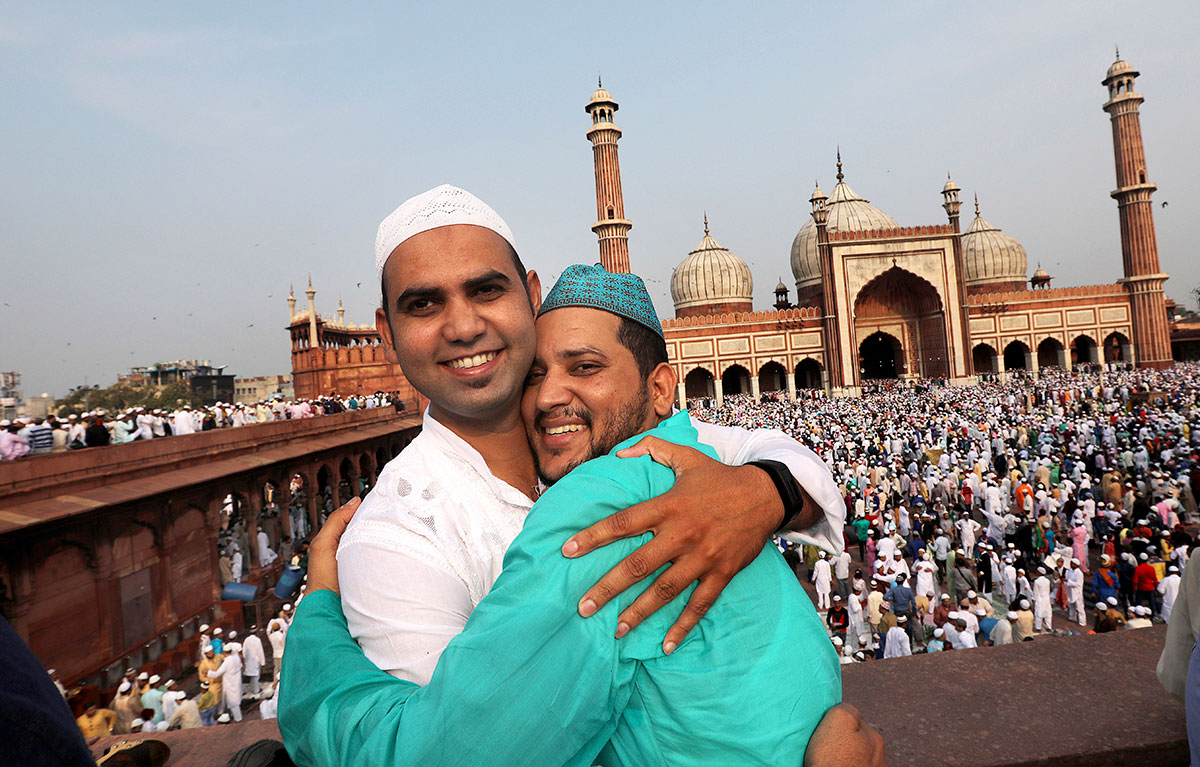 Indian Muslims greet each other after offering prayers at Jama Masjid on the occasion of Eid-al-Fitr in New Delhi, India. HARISH TYAGI/EPA